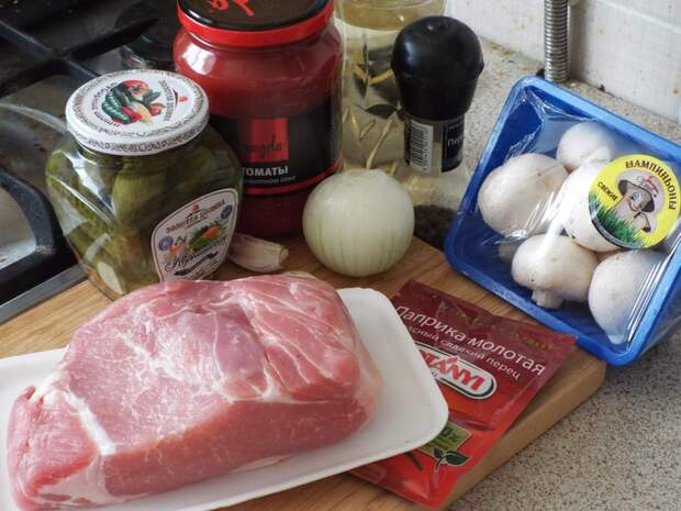 Свинина, запеченная с овощами.