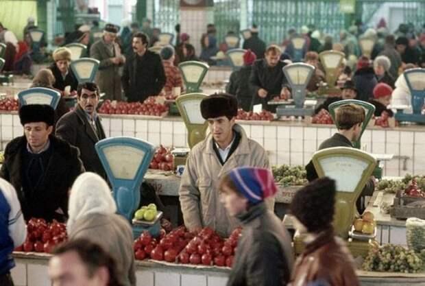 Изобилие на рынках в Советском Союзе (26 фото)