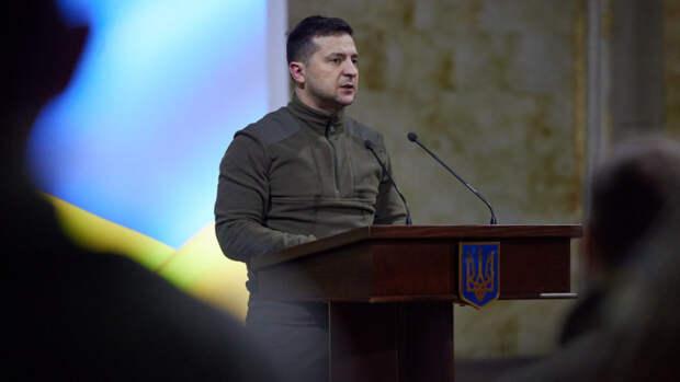 """Зеленский подписал закон, позволяющий увеличить боевой потенциал ВСУ в """"особый"""" период"""