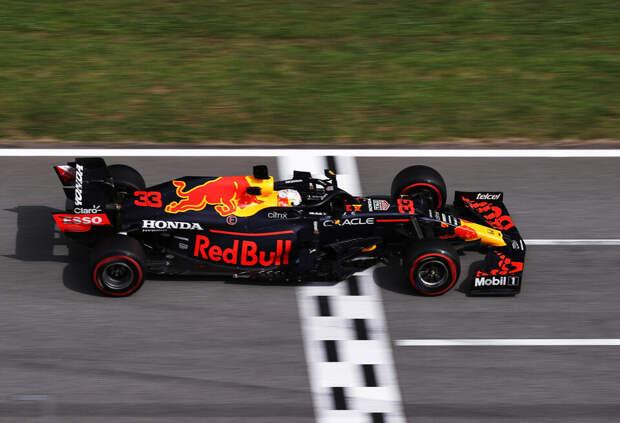 Кристиан Хорнер: Кто-то надоумил Хэмилтона сказать о гибком крыле Red Bull