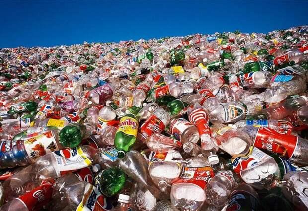 Слишком много произведено пластика: а всякий произведённый товар - это отложенный отход, за который в нынешней ситуации производитель не несёт ответственности