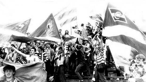 Скандальная драка фанатов в СССР: поезд «Спартака» забросали камнями, Черенкова унесли на руках
