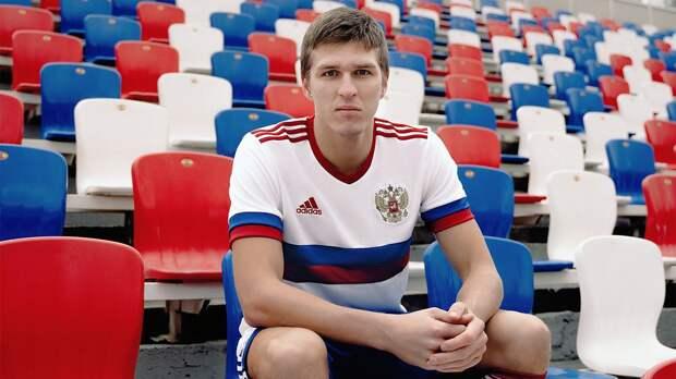 Соболев работает по индивидуальной программе на тренировке сборной России