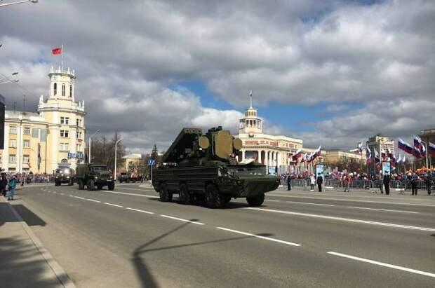 В Кемерове перед парадом загорелся военный автомобиль