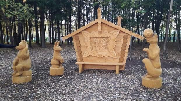 «Сказочный лес» деревянных фигур появился в Сарапульском районе