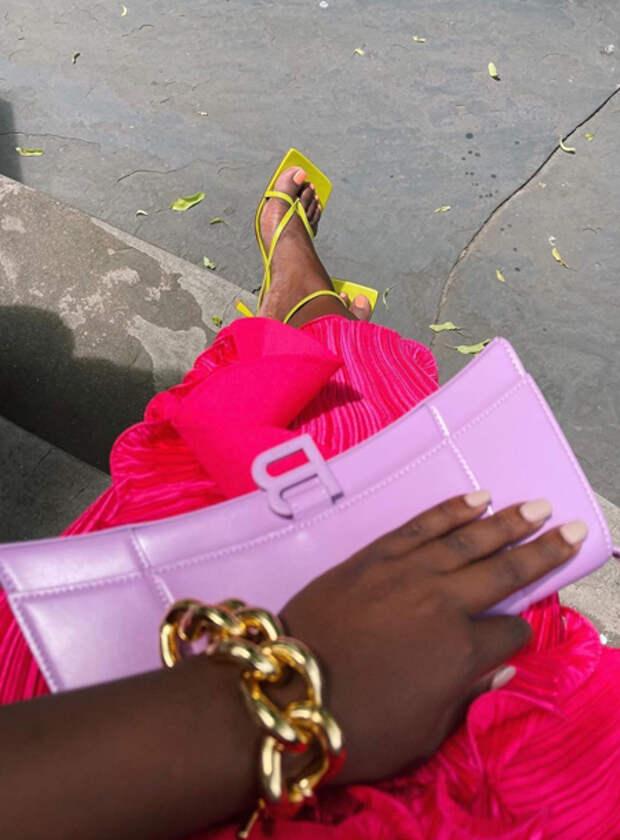 От платьев с воланами до наивных украшений: 5 ярких летних трендов