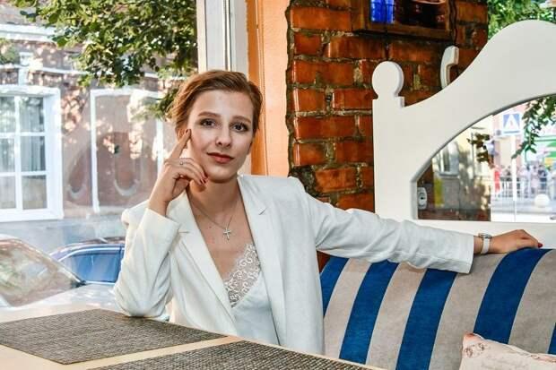 «Вы словно огромный солнечный зонтик от негатива»: Елизавета Арзамасова отблагодарила поклонников после свадьбы