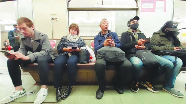"""""""Помру и помру"""": люди без масок в метро объяснили беспечность"""