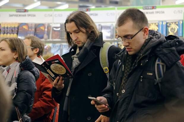Петербуржцы восприняли публикацию книги с большим интересом Фото: Олег КУЗЕНКОВ