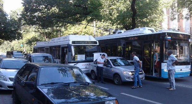 ДТП в Крыму: новые автобусы охотятся за легковушками? (фото)