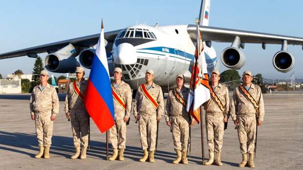 На российской авиабазе Хмеймим в Сирии прошел военный парад в честь Дня Победы