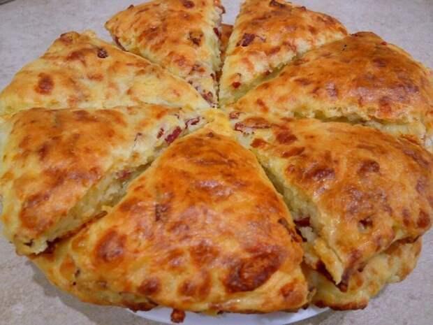 Сконы с сыром и колбасой: от такого перекуса еще никто не отказывался!