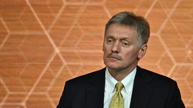 Песков: Путин получает доклады о награждении учителей в Казани