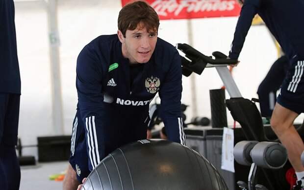 Соболев начал тренировку сборной России в общей группе, Фернандес работает в тренажерном зале