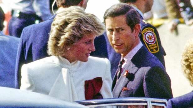 Принц Чарльз предупреждал Диану, что она может сойти с ума от внимания журналистов
