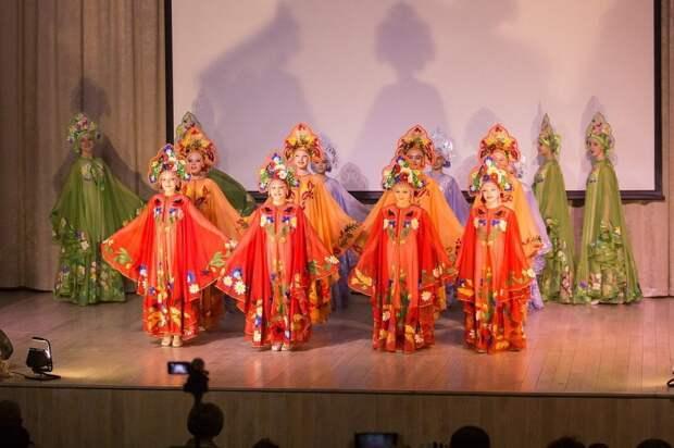 Концерт ансамбля народного танца «Каблучок» пройдет в школе на 7-й Северной линии