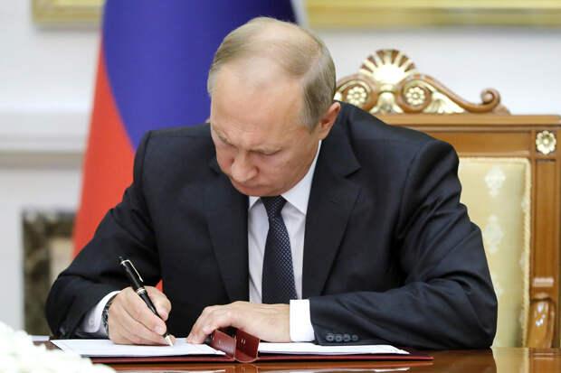 Путин подписал закон о праве избираться ещё на два срока