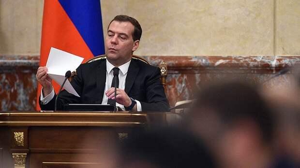 Статья Медведева: власть пытается убедить сама себя в эффективности нацпроектов