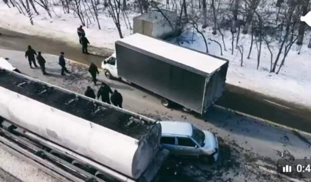 Пять автомобилей столкнулись наМ-4 вРостовской области