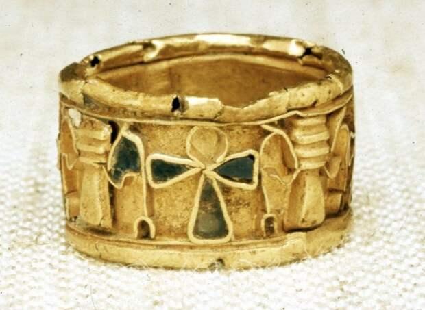 Так выглядело помолвочное кольцо в Древнем Египте. / Фото: pinterest.ru