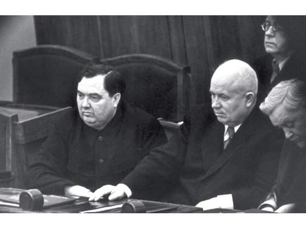 Почему «правая рука Сталина» Маленков проиграл Хрущеву