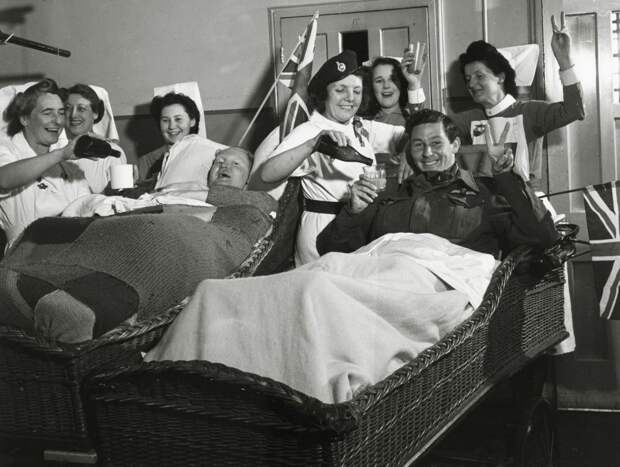 ⚡️ 11 исторических фото празднования окончания Второй мировой войны