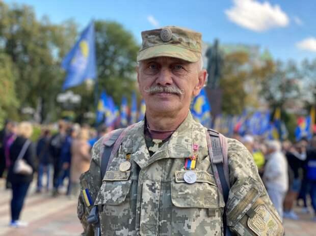 украинский военный с усами