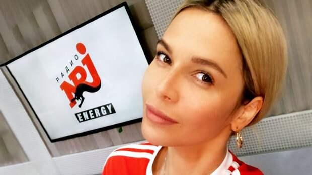 «Кайф от работы — единственный допинг». Радиоведущая Аникина — про работу на радио, подъемы в 4:35 и ЗОЖ