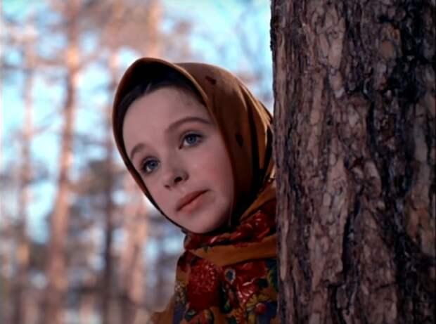 """Настя при расставании с отцом: """"Не поминай меня лихом"""", кадр из фильма """"Морозко"""""""