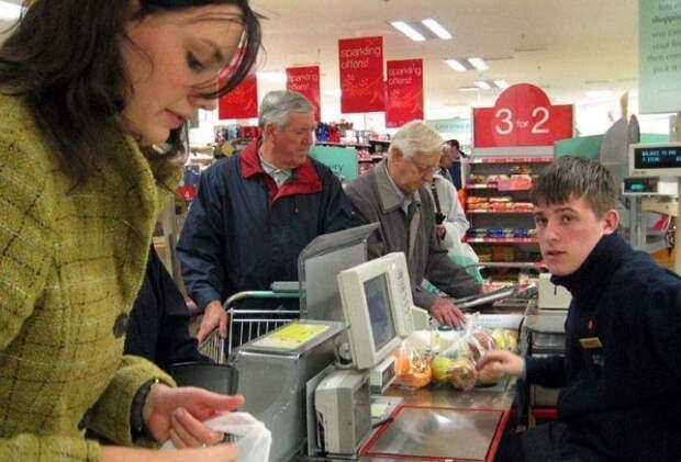 Развлеклась в супермаркете