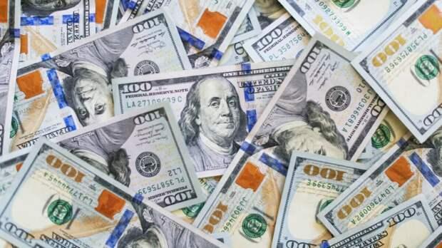 Россиянам назвали лучшие месяцы для покупки долларов