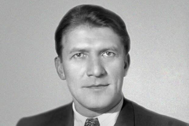 Николай Крючков биография