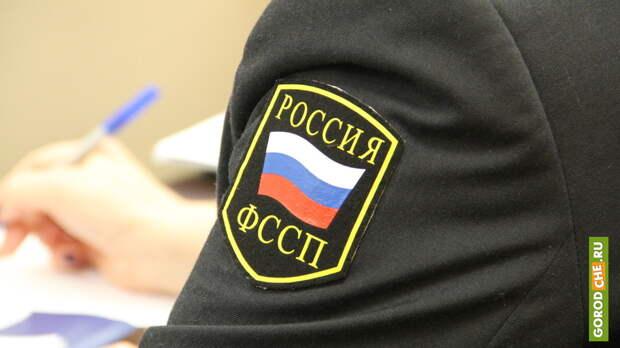 Череповчанина из-за долга в 20000 рублей не пустили за границу работать