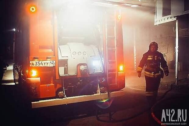 В Новокузнецке спасатели вывели из горящего дома 45 человек