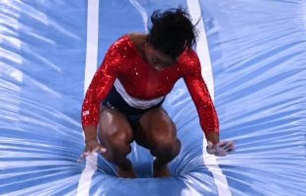 Гимнастка Симона Байлз отказалась от участия еще в двух дисциплинах