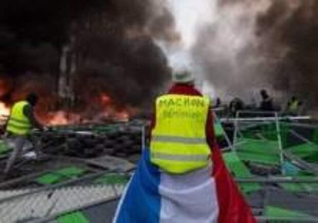 Правительство Франции ввело мораторий на повышение цен на топливо