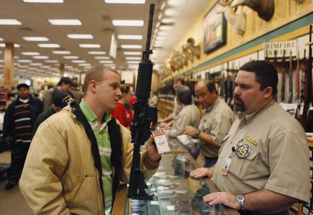 «Тотальная подозрительность»: почему Байден предложил ограничить оборот огнестрельного оружия в США