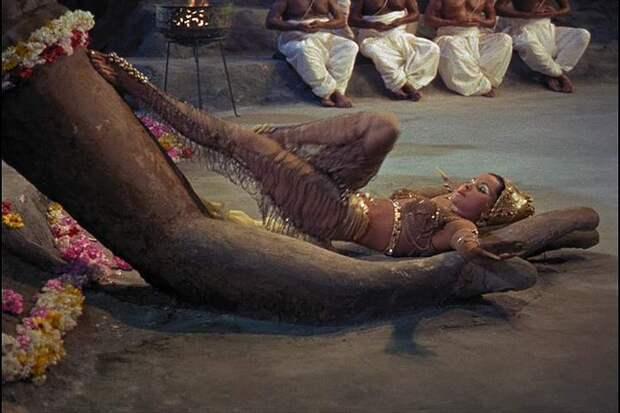 Секс-символ 50-ых Дебра Пейджит в образе восточной красавицы.