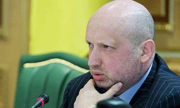 Турчинов: воздушное пространство РФ заканчивается посередине Керченского пролива.