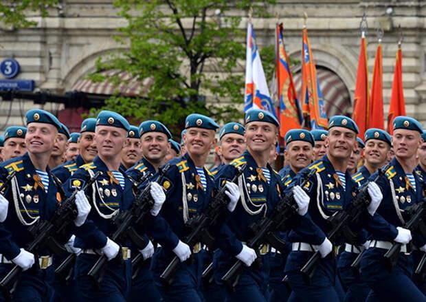 Более 800 военнослужащих и около 30 единиц боевой и специальной техники Воздушно-десантных войск примут участие в Параде Победы на Красной площади в Москве 9 мая 2021 г.