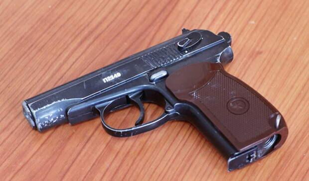 Зарезавший троих собутыльников мужчина был подстрелен полицейскими в Екатеринбурге