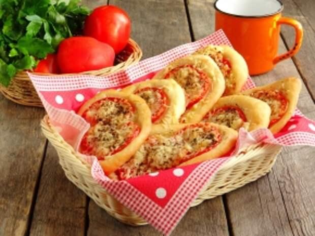 Лепешки на любой вкус. Лодочки с луком и помидорами