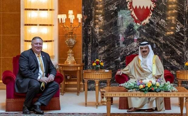 госсекретарь США и король Бахрейна