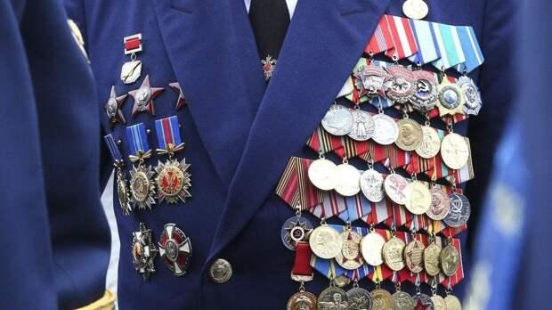 Столярчук вручил подарки ветеранам из Кронштадта по случаю Дня Победы