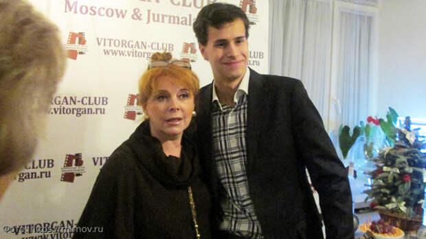 клара новикова с внуком