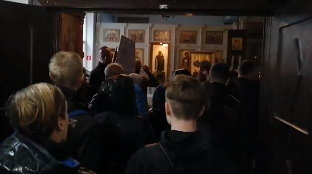 Напохороны погибших вДТП подростков пришли сотни жителей Новочеркасска