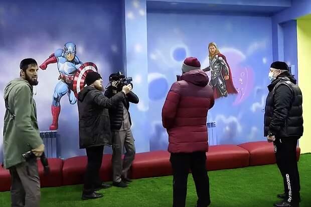 В Чечне в детском центре сменили изображения героев Marvel