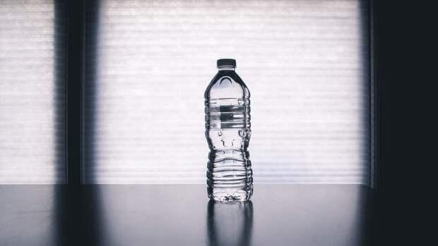 Онищенко объяснил необходимость отказа от пластиковой тары для воды