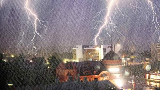 МЧС предупредило жителей Москвы о грозе и сильном ветре