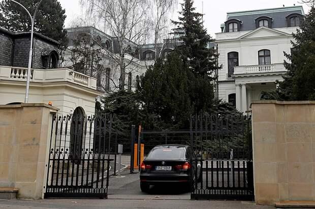 Месть Праги: В российском посольстве в Чехии останется всего пять дипломатов